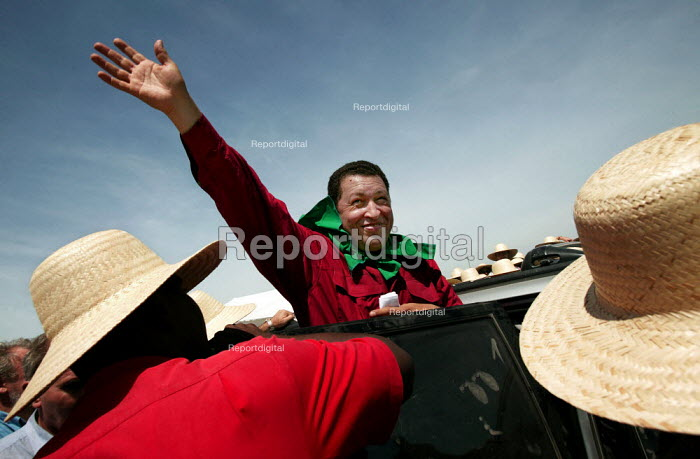 President Hugo Chavez of Venezuela visits a Movimento dos Trabalhadores Rurais Sem Terra (MST, Landless Workers Movement) occupation in Tapes. World Social Forum, Porto Alegre Brazil. - Jess Hurd - 2005-01-30