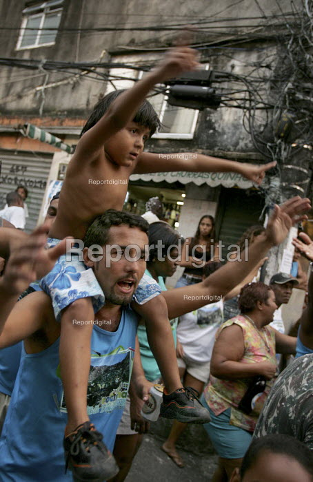 Carnival parade in the favela of Rocinha, Rio De Janeiro, Brazil. - Jess Hurd - 2005-02-08