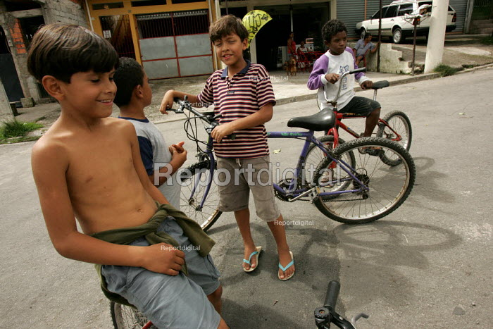 Child playing in Magdalena Favela, Sao Paulo where families live in slum housing, Brazil. - Jess Hurd - 2005-02-03