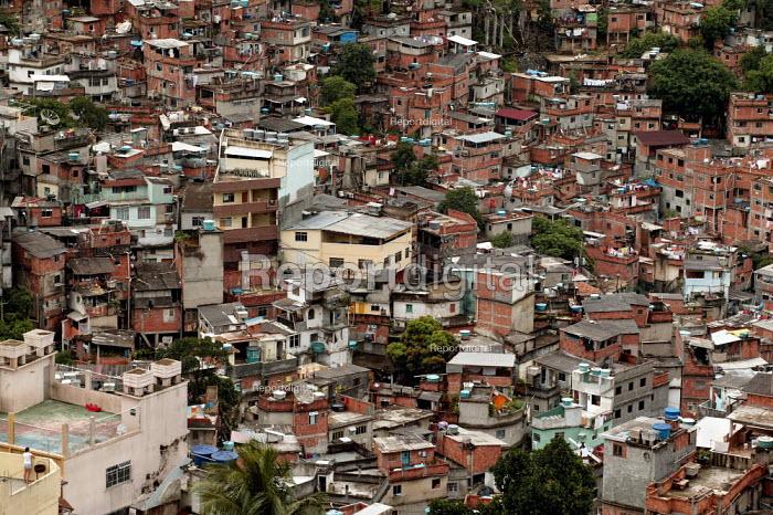 Rocinha Favela, Rio De Janeiro where approx 50,000 people live in slum housing, Brazil. - Jess Hurd - 2005-02-06