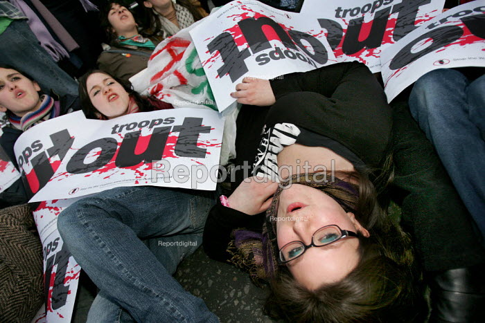 Stop the War demonstration calling for an end to the occupation of Iraq. Mass Die-In in Parliament Square. Supported by CND, MAB and the National Union of Students. London. - Jess Hurd - 2005-02-15