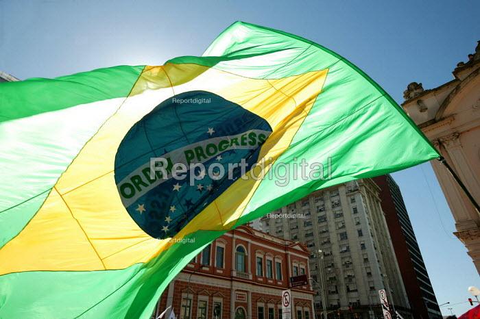 Brazilian flag on the opening demonstration of the World Social Forum, Porto Alegre Brazil. - Jess Hurd - 2005-01-25