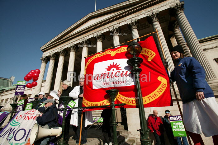 Paul Mackney NATFHE speaks at a pensions rally, UCL, London. - Jess Hurd - 2005-02-18