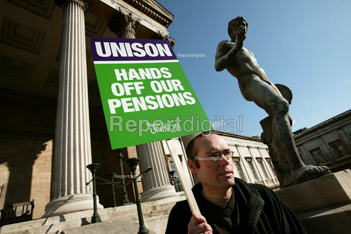 Pensions rally, UCL, London. - Jess Hurd - 2005-02-18