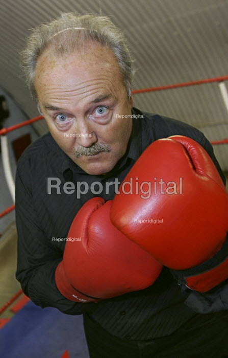 George Galloway MP tests his muscle on a visit to the KO Boxing Club in Bethnal Green. East London. - Jess Hurd - 2005-03-31