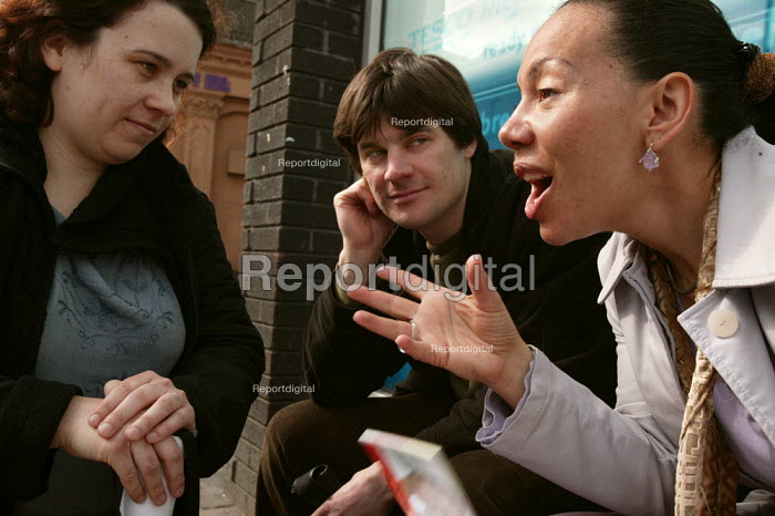 A student and a charity worker tackle Oona King MP on the question of affordable housing for low income families. Labour Party General Election campaign stall in Bethnal Green and Bow. London. - Jess Hurd - 2005-04-02