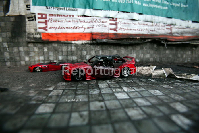Car crash simulated with toy cars, Shoreditch. London. - Jess Hurd - 2004-12-17