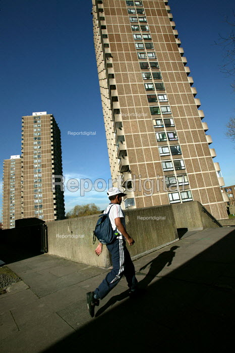 Child returns from school to the 1970's Crossways Estate which is due for demolition. Tower Hamlets, East London. - Jess Hurd - 2005-03-18