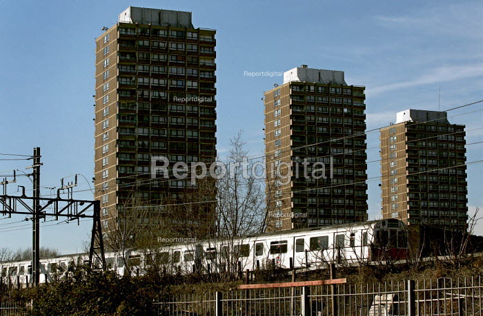 Tube train travels past the 1970's Crossways Estate which is due for demolition. Tower Hamlets, East London. - Jess Hurd - 2005-03-18