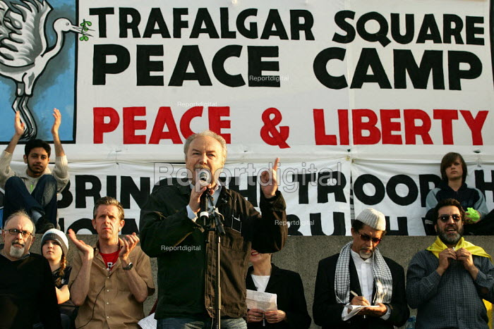 George Galloway Respect MP speaks at the Stop the War Coalition Bring the troops Home demonstration calling for an end to the occupation of Iraq. Supported by CND and MAB. London. - Jess Hurd - 2005-03-19