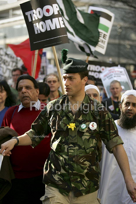 George Sullivan, conscientious objector who refused to fight in Iraq for the British Army. Stop the War Coalition Bring the troops Home demonstration calling for an end to the occupation of Iraq. Supported by CND and MAB. London. - Jess Hurd - 2005-03-19