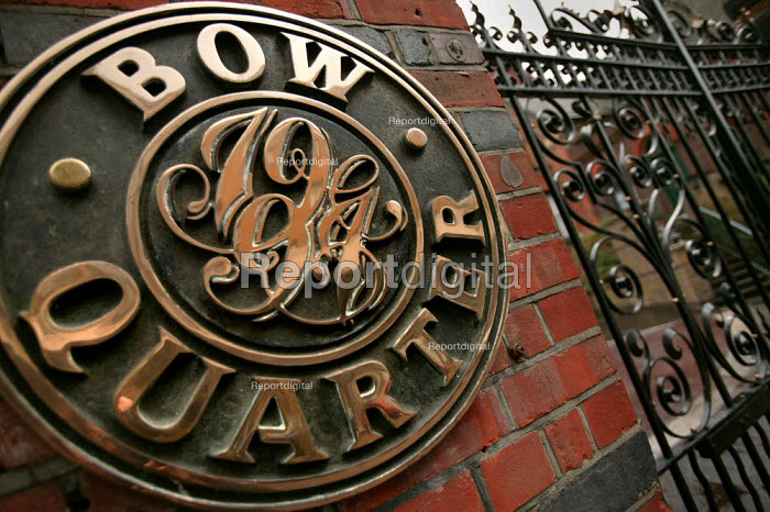 Bow Quarter luxury gated community on the site of the old Bryant and May match factory, Bow, East London. - Jess Hurd - 2005-03-22