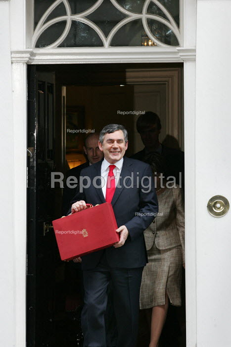 The Chancellor Gordon Brown MP leaves number 11 Downing Street to deliver his budget speech. London - Jess Hurd - 2005-03-16
