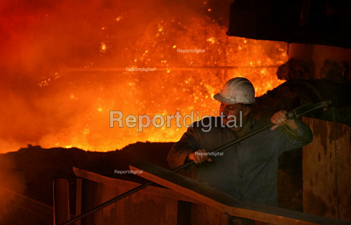 Workers at Blast Egyptian Iron and Steel Company. Helwan, Cairo, Egypt. - Jess Hurd - 2005-03-13