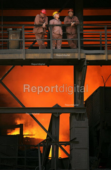 Workers at the Egyptian Iron and Steel Company. Helwan, Cairo, Egypt. - Jess Hurd - 2005-03-13