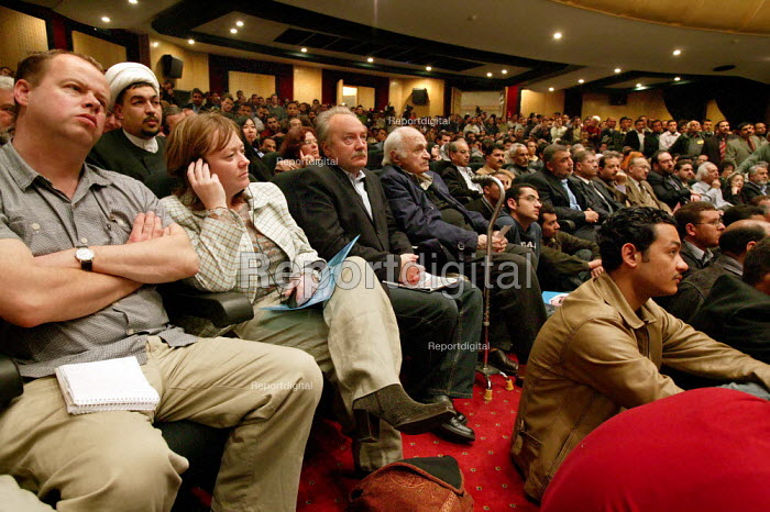 George Galloway MP joins UK delegates at the Cairo Conference, Cairo, Egypt. - Jess Hurd - 2005-03-14
