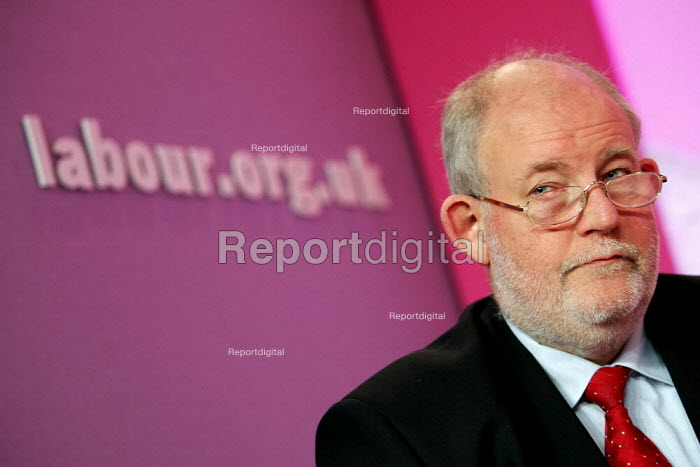 Charles Clarke MP. Labour Party General Election press conference on Crime. London. - Jess Hurd - 2005-04-21