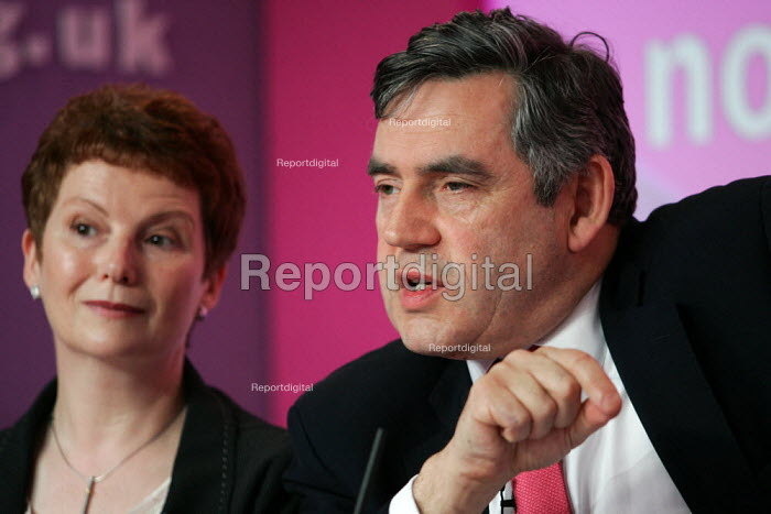 Gordon Brown and Hazel Blears MP at a Labour Party General Election press conference on Crime. London. - Jess Hurd - 2005-04-21