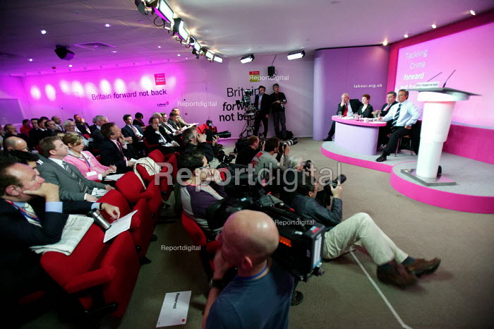 Tony Blair at a Labour Party General Election press conference on Crime. London. - Jess Hurd - 2005-04-21