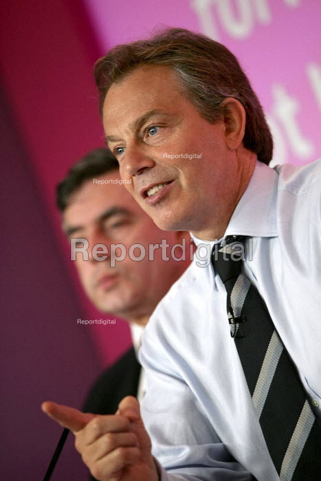 Tony Blair and Gordon Brown at a Labour Party General Election press conference on Crime. London. - Jess Hurd - 2005-04-21