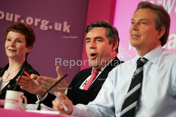Hazel Blears, Gordon Brown MP and Tony Blair at a Labour Party General Election press conference on Crime. London. - Jess Hurd - 2005-04-21