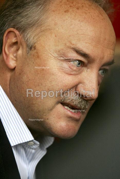 George Galloway Respect MP, East London. - Jess Hurd - 2005-04-23
