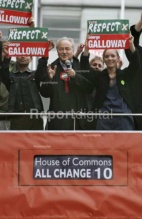 George Galloway Respect MP with supporters on the Respect battle bus, East London. - Jess Hurd - 2005-04-23