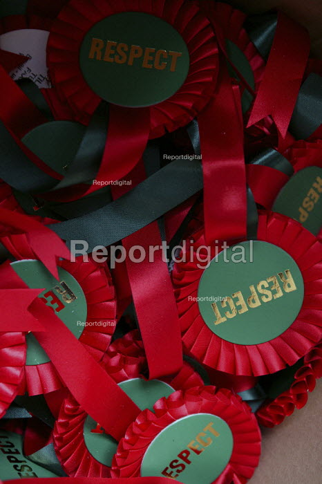 George Galloway MP Respect campaign rosettes. East London. - Jess Hurd - 2005-04-23