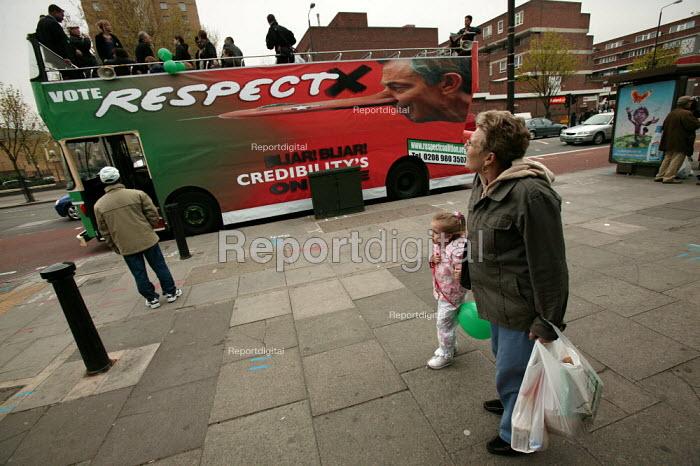 George Galloway Respect election battle bus, East London. - Jess Hurd - 2005-04-23