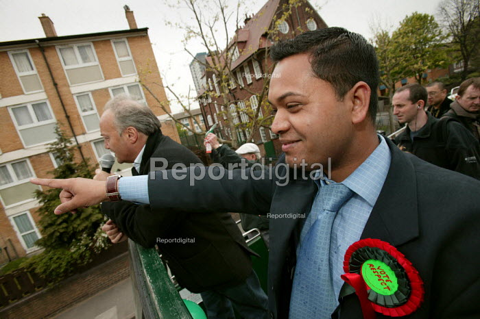 Oliur Rahman and George Galloway Respect election battle bus, East London. - Jess Hurd - 2005-04-23