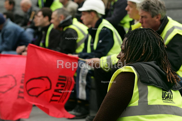 Construction workers at an International Workers Memorial Day rally. GLA London. - Jess Hurd - 2005-04-28