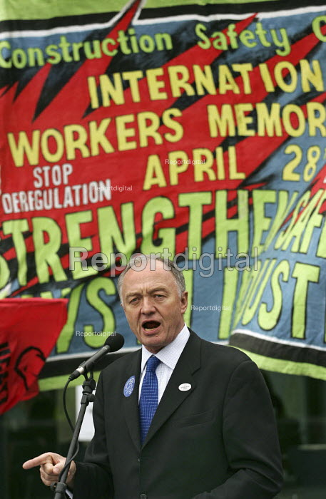 Mayor Ken Livingstone addresses construction workers at an International Workers Memorial Day rally. GLA London. - Jess Hurd - 2005-04-28