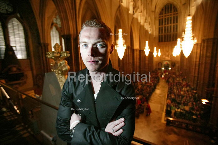 Ronan Keating singer performs at the Wake Up to Trade Justice event at Westminster Abbey. - Jess Hurd - 2005-04-15