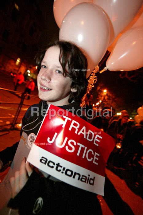 Wake Up to Trade Justice night long protest organised by the Trade Justice Movement, London. - Jess Hurd - 2005-04-16