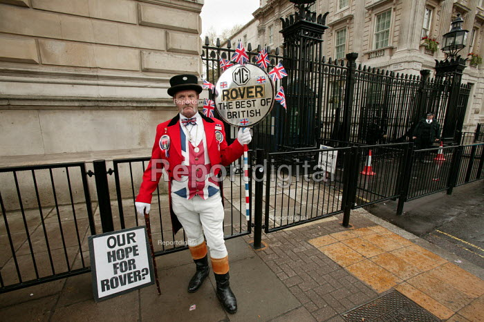 John Bull supports Longbridge workers and their families as they arrive at Downing Street to protest against thousands of proposed job loses at MG Rover in Birmingham. - Jess Hurd - 2005-04-13