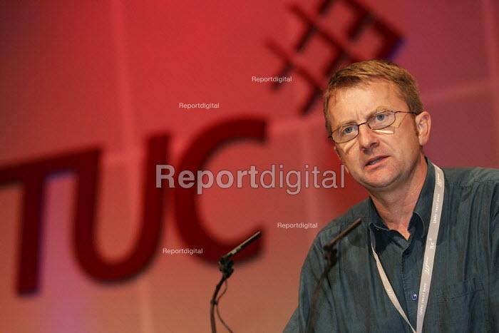 Chris Morley NUJ speaks at the TUC. - Jess Hurd - 2005-09-15