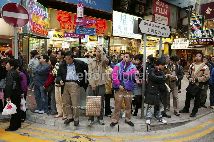 Street scene in Hong Kong. - Jess Hurd - 2005-12-17