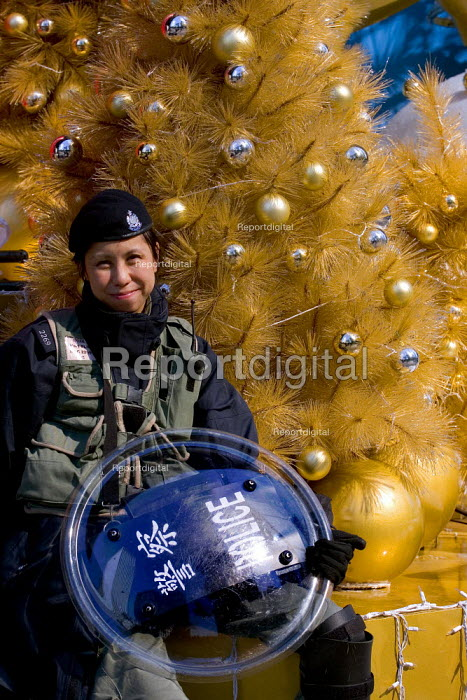 Armed policewoman, demonstration on the closing day of the WTO Ministerial Meeting, Hong Kong, China - Jess Hurd - 2005-12-18