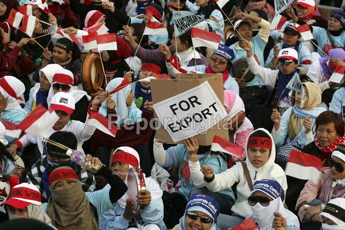 Migrant workers join demonstrations on the closing day of the WTO Ministerial Meeting in Hong Kong. - Jess Hurd - 2005-12-18