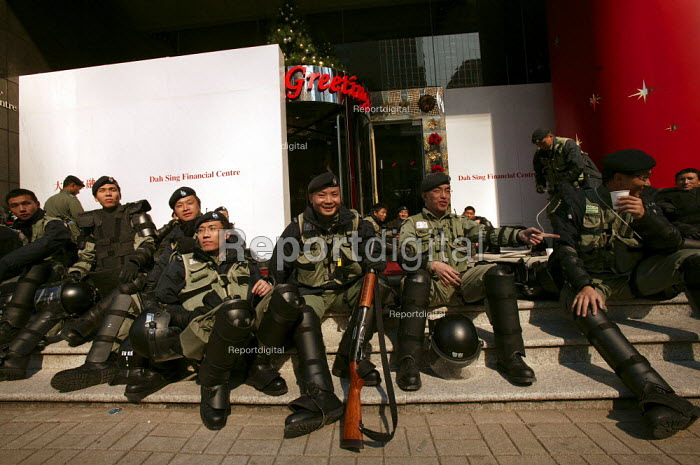 Armed police, demonstrations on the closing day of the WTO Ministerial Meeting in Hong Kong. - Jess Hurd - 2005-12-18