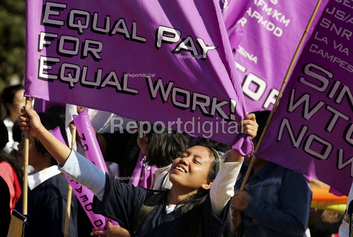 Equal Pay for Equal Work. WTO Association of Indonesian Migrant Workers, mainly domestic maids. Migrants assembly and rally on the eve of the WTO Ministerial Meeting in Hong Kong. - Jess Hurd - 2005-12-11