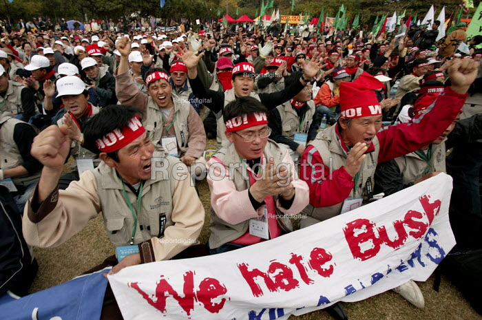 Korean farmers join demonstrations on the opening day of the WTO Ministerial Meeting in Hong Kong. - Jess Hurd - 2005-12-13