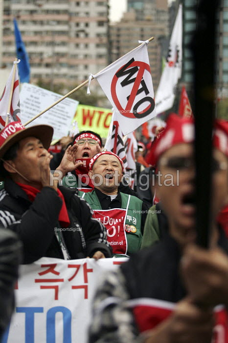 Korean peasant farmers join the demonstrations on the opening day of the WTO Ministerial Meeting in Hong Kong. - Jess Hurd - 2005-12-13