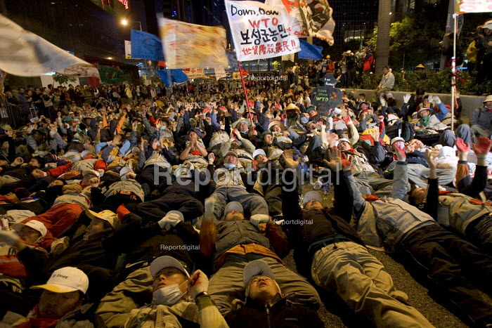 Korean demonstrators surrounded by riot police occupy the road outside the WTO Ministerial Meeting in Hong Kong. - Jess Hurd - 2005-12-17
