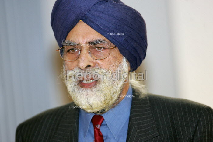 Indarjit Singh, director of the National Network of Sikh Organisations at the Annual Conference of the National Ecumenical Agency in FE (NEAFE) and the faiths in FE Forum (FiFEF). Leadership in a Pluralist Society - helping colleges respond to issues of faith in FE Colleges. - Jess Hurd - 2006-01-13