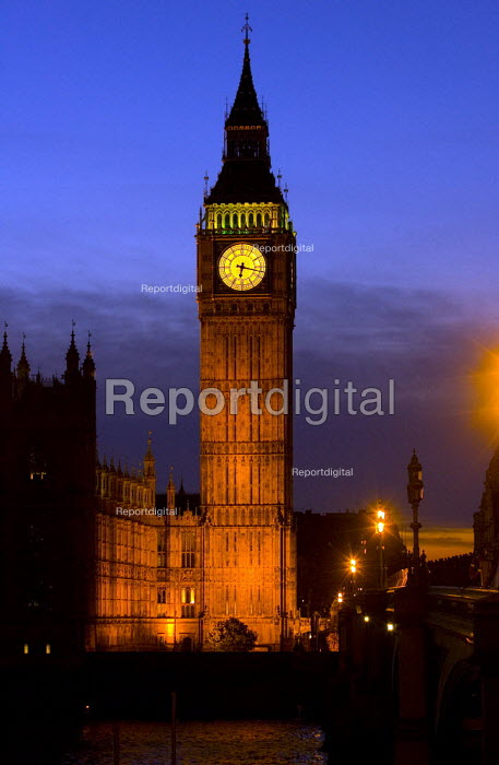 Sunset over the Palace of Westminster. London. - Jess Hurd - 2005-10-27