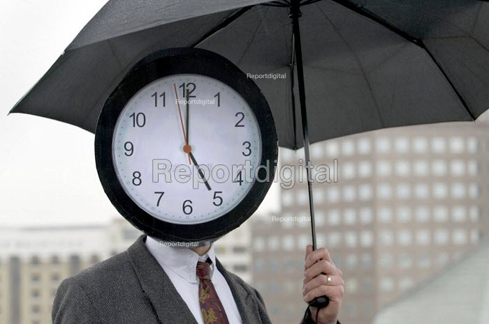 Work Your Proper Hours Day organised by the TUC. People with clock faces mingle with commuters on London Bridge. - Jess Hurd - 2006-02-23