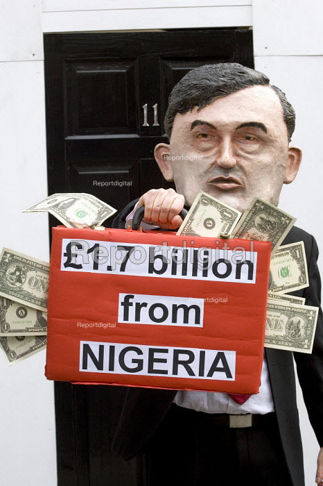 Anti poverty campaigners protest about the Uk Treasury receiving 1.7 Billion pounds in debt repayments from Nigeria as the Chancellor Gordon Brown MP leaves number 11 Downing Street to deliver his Budget speech. London. - Jess Hurd - 2006-03-22