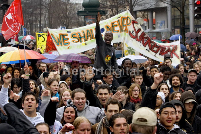 Workers and students join a day of action against the unpopular youth employment law, the CPE, or first job contract legislation which discriminates against young people by giving employers the right to sack people without reason. Paris. - Jess Hurd - 2006-03-28