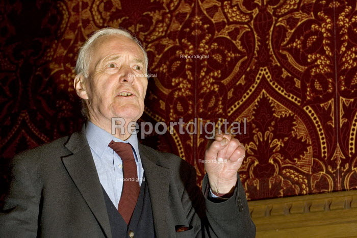 Tony Benn MP. Joint union parliamentary meeting against privatisation. House of Commons rm 10. Westminster, London. - Jess Hurd - 2006-03-29